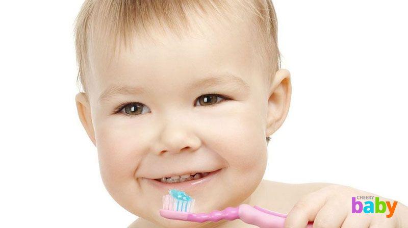 Уход за первыми молочными зубами ребенка