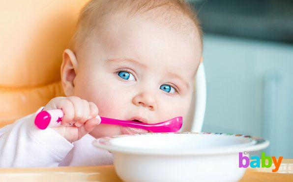 Как выбрать стульчик для кормления малыша?