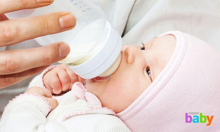 Когда давать пить воду новорожденному? И с чего пить малышу?
